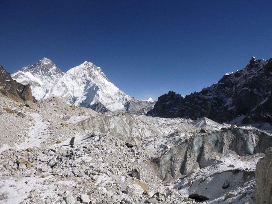 尼泊爾喜馬拉雅山的安納布爾納峰,在當地時間17日早上10時30分至11時左右發生雪崩,傳出3名我國登山客也在雪崩現場,外交部確認3名登山客都平安。  美聯社