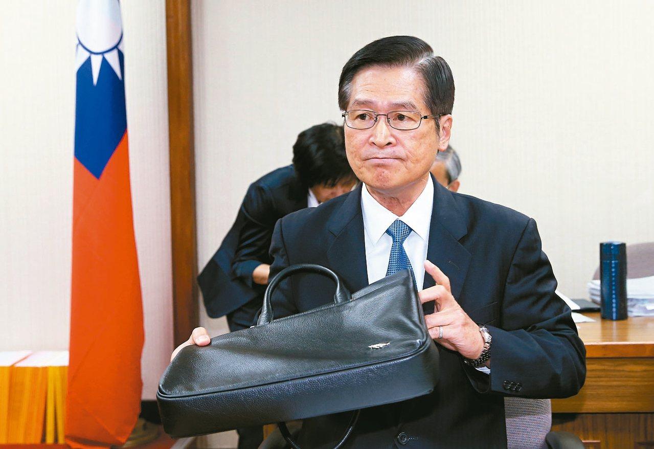 國防部長嚴德發上午出席立院外交國防委員會備詢。 記者余承翰/攝影