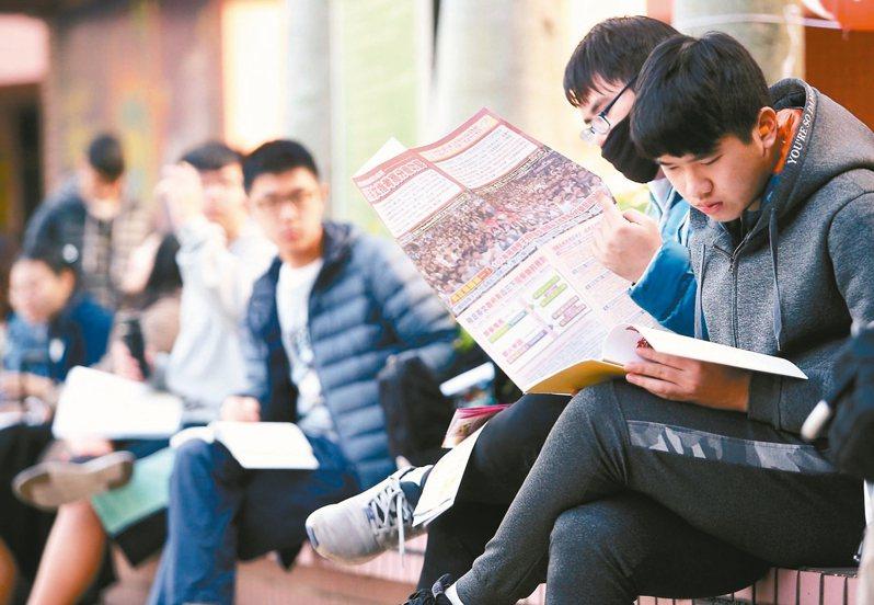 受少子化衝擊,教育部核定109學年度105個大學系所停招或裁撤,包括57系所停招、48系所裁撤。 圖/聯合報系資料照片