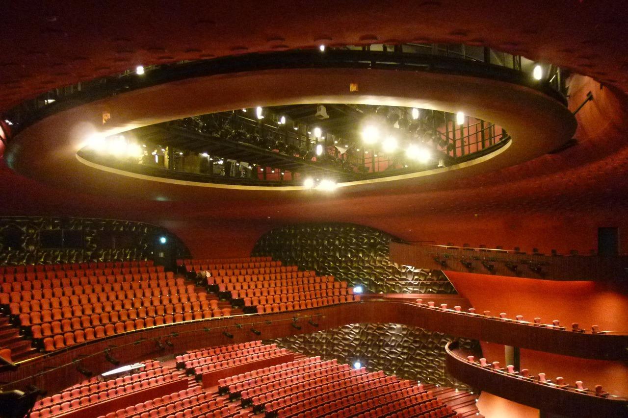 台中國家歌劇院硬體主打弧線幾何造型,但表演藝術界普遍認為劇場音響效果不佳,歌劇院...