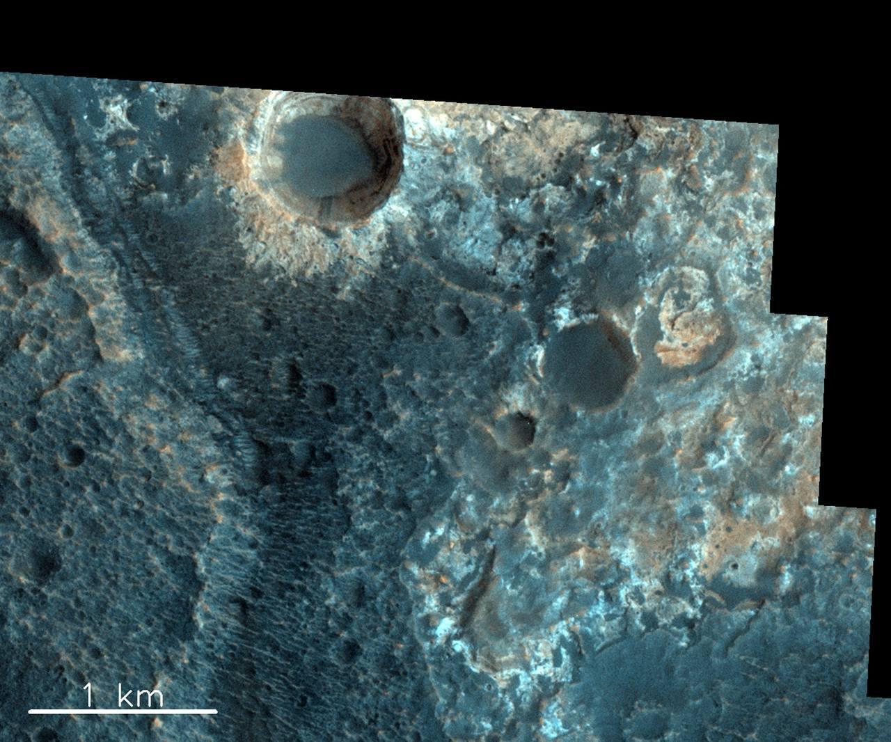 火星相片:歐洲太空局和俄羅斯太空局發布多張相片。圖為奧亞馬坑(Oyama Cra...