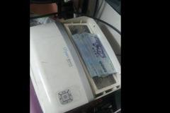 「用保鮮膜包的10萬鈔票」 他換清淨機濾網挖到太座寶藏