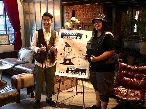李依庭導演(右)與圖文創作者何雅庭合照。 USHOW/提供