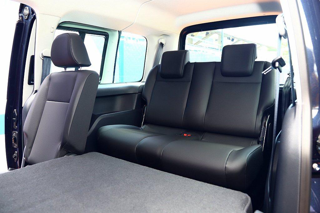 福斯商旅Caddy Maxi Home Run傳奇版軸距長達3,006mm,車內...