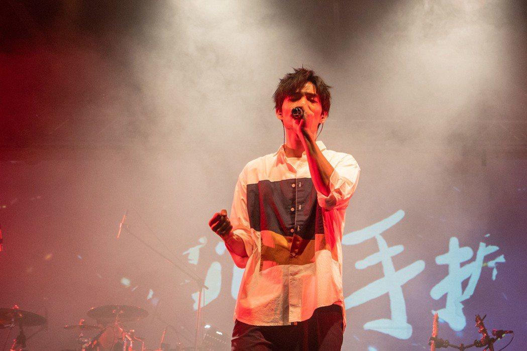 黃奕儒舉辦「我怎能留下你」演唱會。圖/相映國際提供
