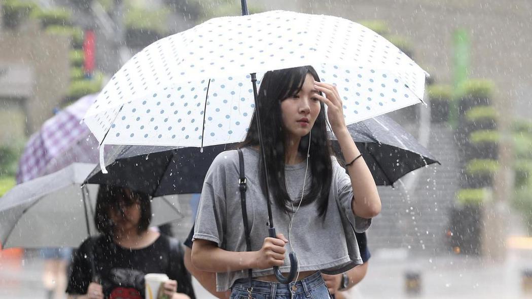 因應極端氣候,氣象局將新增短時強降雨預警制度。報系資料照
