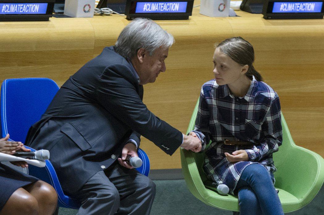聯合國氣候行動峰會23日登場,但紐約時報評析,與產業界關係匪淺的世界領袖與上街抗...
