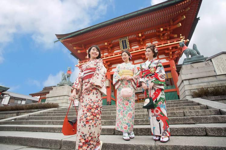 到京都旅行,不妨讓自己化身為和服美女。圖/岡本和服提供