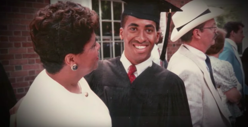 普萊森特擁有亮眼履歷,畢業於耶魯大學,但最終卻流落街頭。截自YouTube的CNN影片