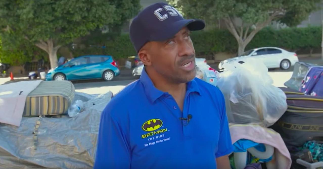 52歲的普萊森特現在住在洛杉磯韓國城的一塊防水布下。截自YouTube的CNN影...