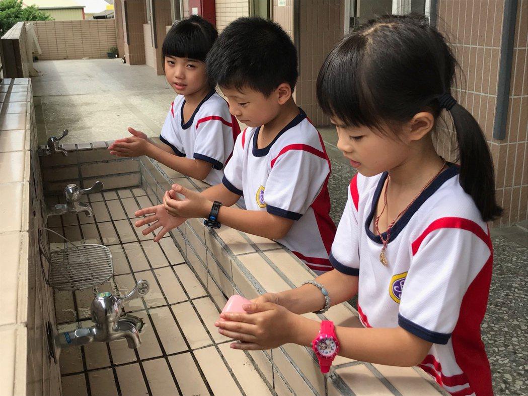 台灣每年約從11月開始進入流感高峰期,雲林縣上周新增兩名流感合併重症案例,斗六鎮...