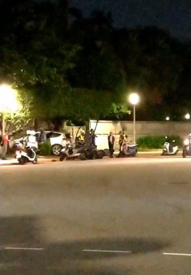 男駕駛疑似癲癇發作,開車衝撞台北賓館圍牆。記者廖炳棋/翻攝