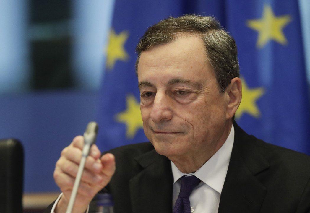 即將卸任的歐洲央行總裁德拉基23日赴歐洲議會作證。   歐新社