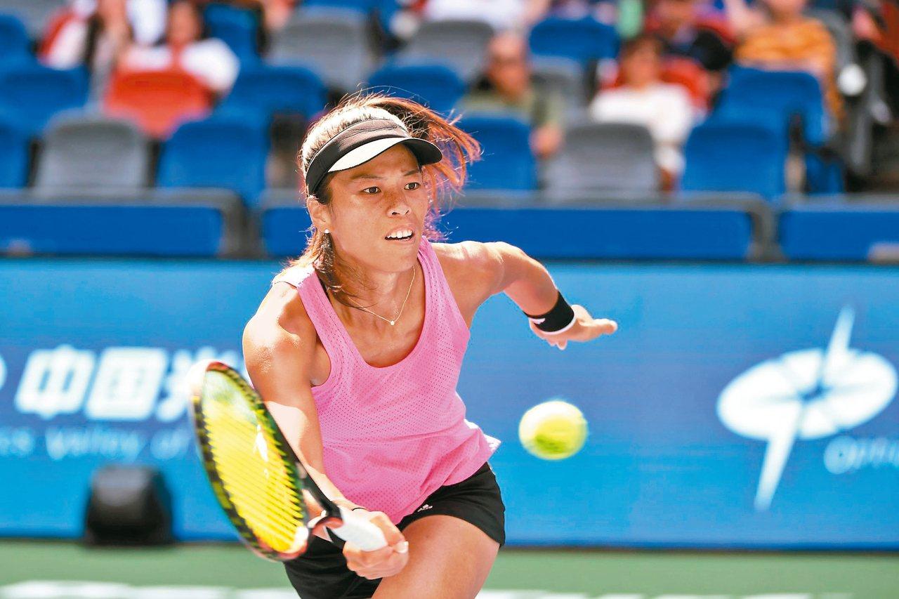 謝淑薇在武漢女網賽再扮演「前球后殺手」。 (法新社)