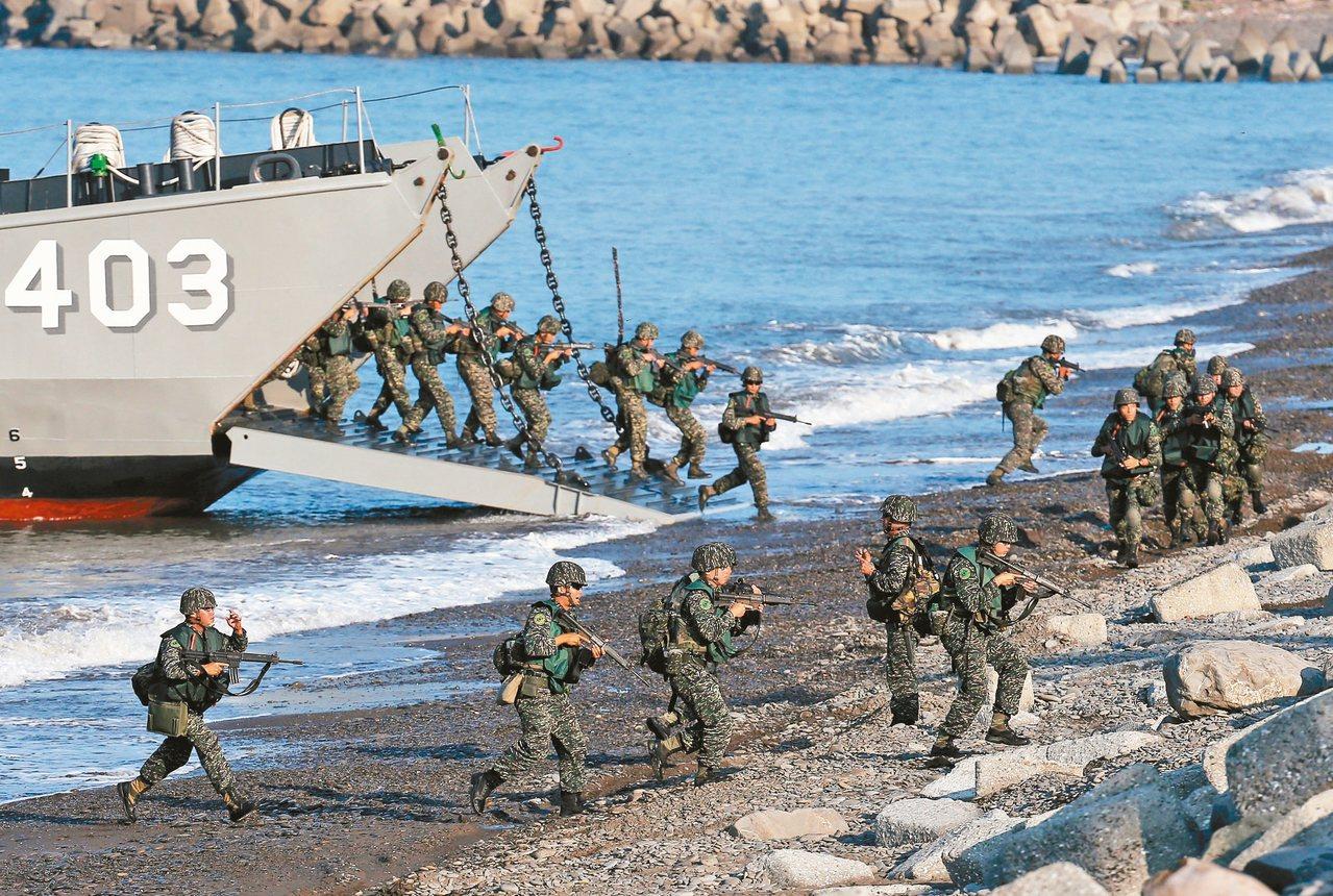 本報兩岸關係年度調查發現,覺得兩岸軍事關係處於緊張狀態的民眾由去年的四成六增加到...