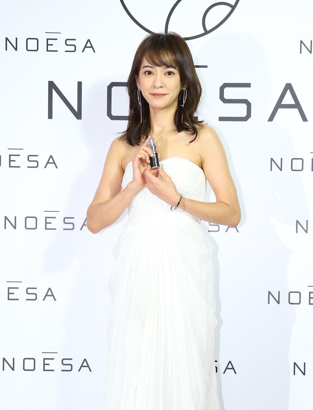 陳意涵穿著白色禮服,有如漂亮的新娘。記者陳柏亨/攝影