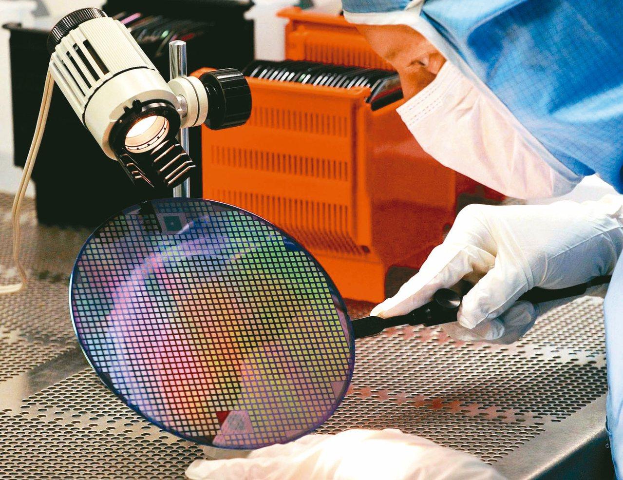 經濟部昨日公布,受惠積體電路高階製程需求強勁,加上台商回流帶動生產,8月製造業生...