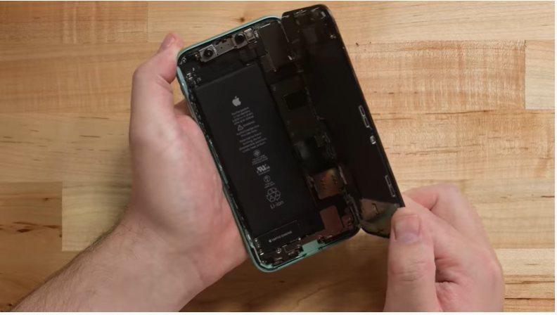 國外拆解網站ifixit再分析iPhone 11,儘管iPhone 11的電池尺...