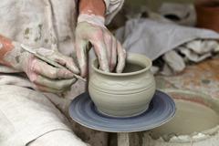徵陶藝老師列五要求只給時薪150 網友嘆:專業不值錢