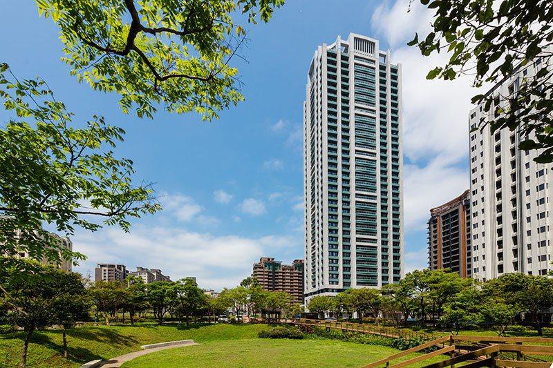 長虹建設在林口推出雙塔地標代表作「長虹天際」,緊鄰3200坪富貴森林公園第一排。...