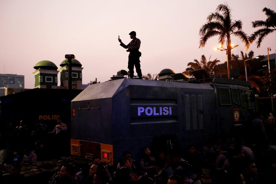 印尼《刑法修正草案》原本預定24日送交國會表決,但由於大量法條內容爭議,受到輿論...