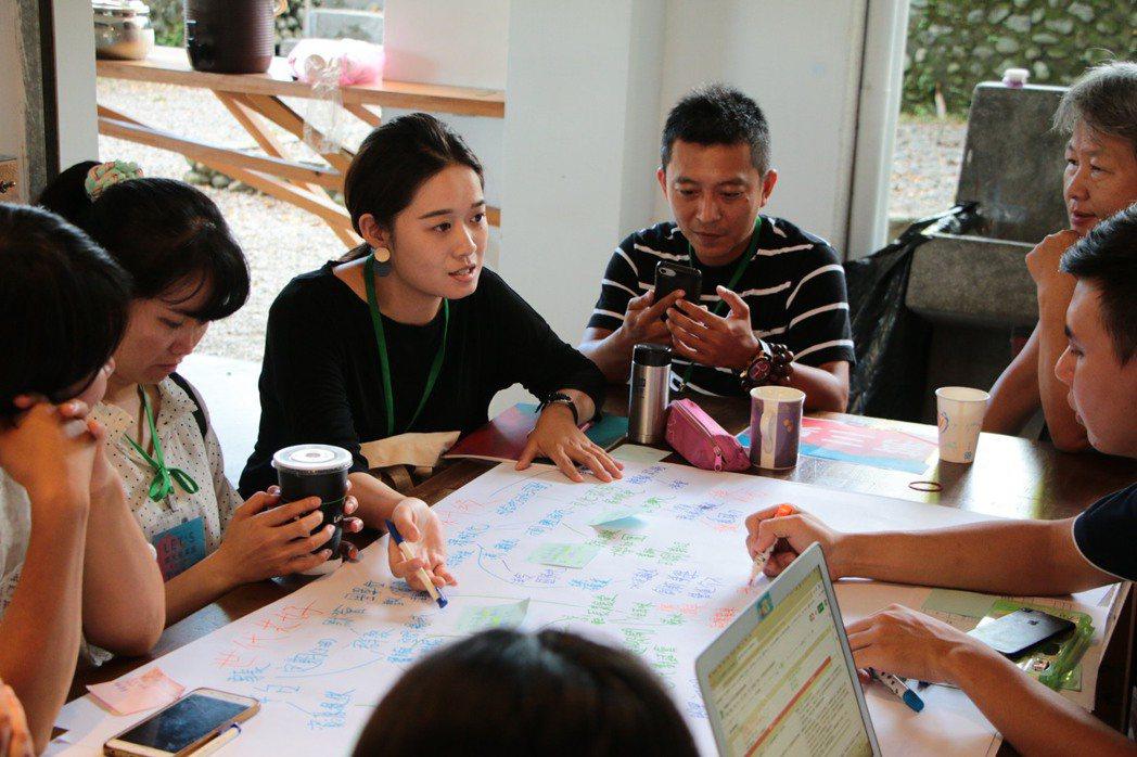 每位參與者都能夠在有限的時間裡表達自己的想法並傾聽他人的意見。 圖/蘇澳KPI提...