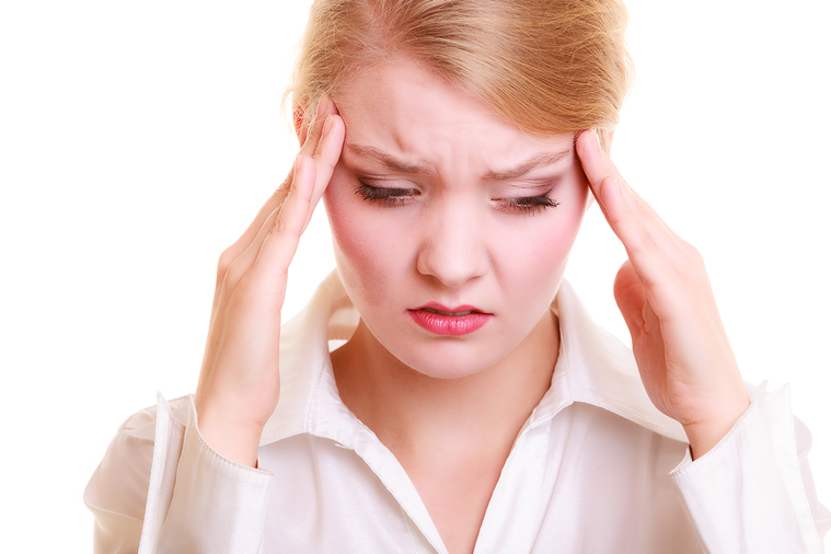 許多人會透過藥物來止痛,但頭痛仍然不定時發作。 圖/ingimage
