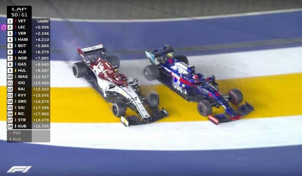 Kvyat在彎中準備超越時Raikkonen發生了擦碰。 摘自F1