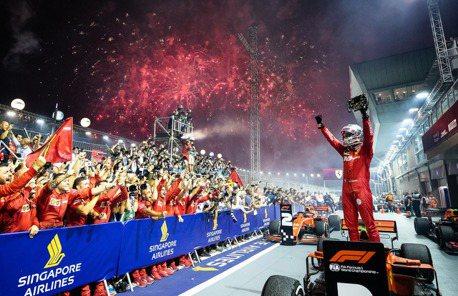 F1/新加坡大獎賽 Vettel拿下睽違已久的分站冠軍!法拉利本季首次包辦前兩名