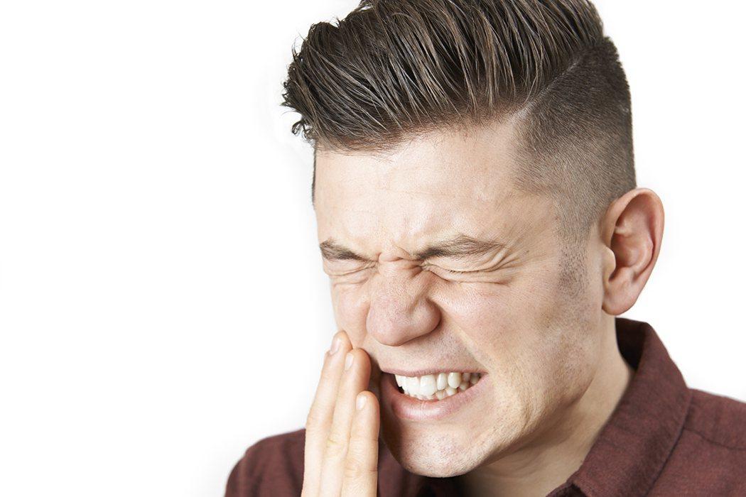 下巴劇烈疼痛,不是牙痛,竟是主動脈瘤作祟! 示意圖/ingimage