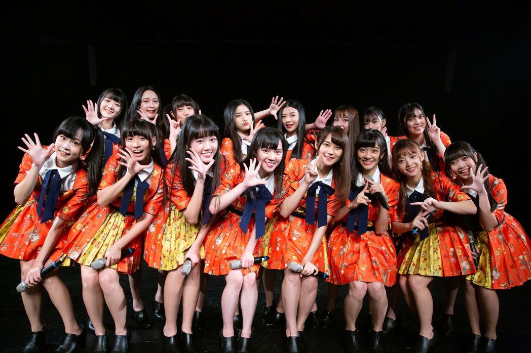 女團「AKB48 Team TP」成員周佳郁(前排左起)、羅瑞婷、李佳俐、邱品涵...