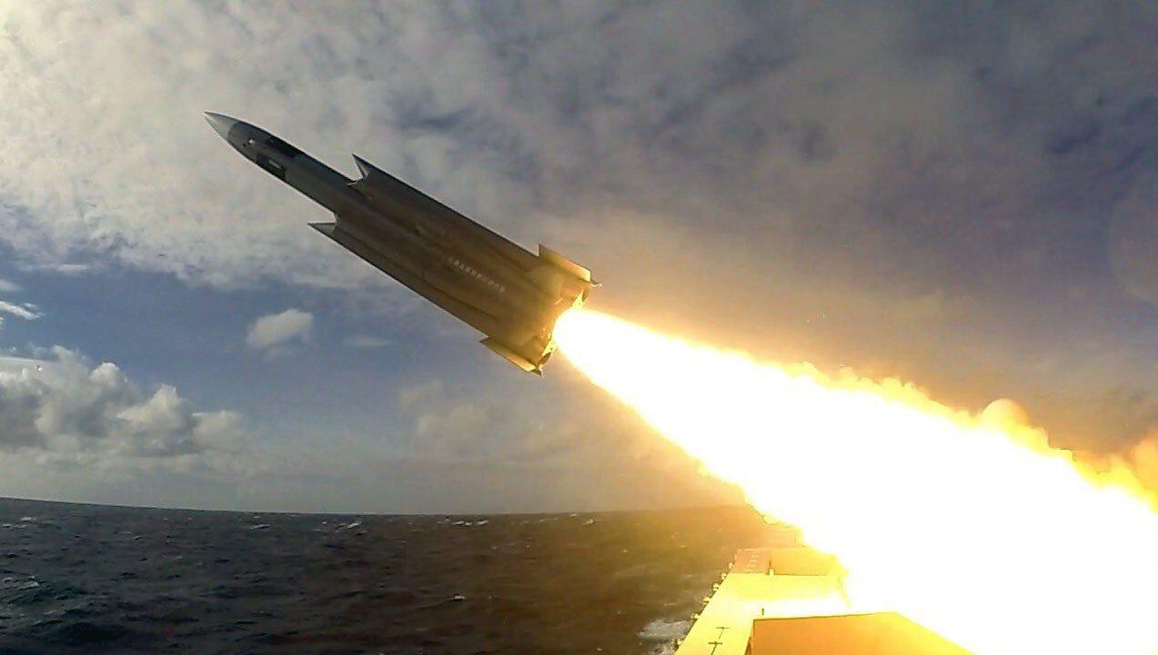 國防部表示國軍109年度將建置「遠距精準打擊力」。圖為雄三反艦飛彈。翻攝海軍《T...