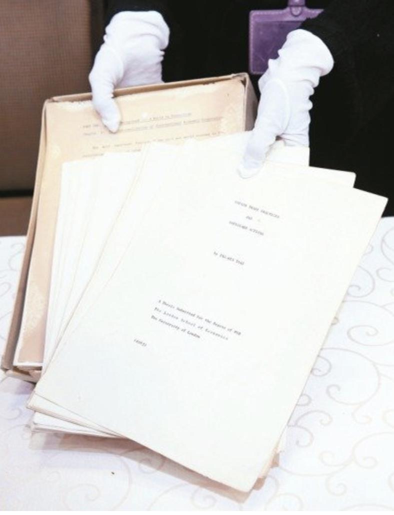蔡總統在倫敦政經學院的博士論文爭議延燒,總統府昨天公布論文正本(原件)釋疑。 記...