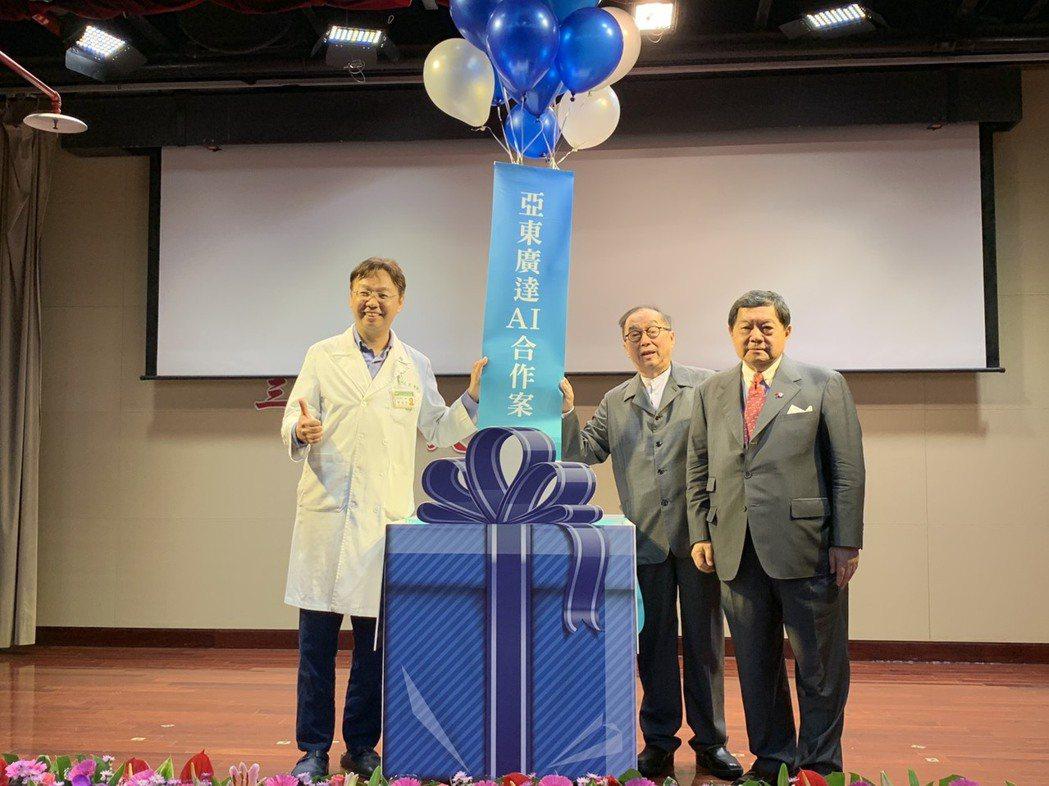 亞東廣達胸部X光AI系統(CXR AI)已進入臨床實測,亞東醫院影像醫學科醫師郭...