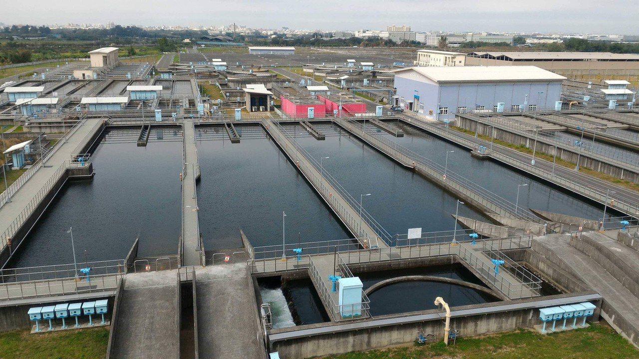 取自雲林湖山水庫的地面水,經過淨水場處理後,每天供應彰化縣5萬噸自來水源,改善自...