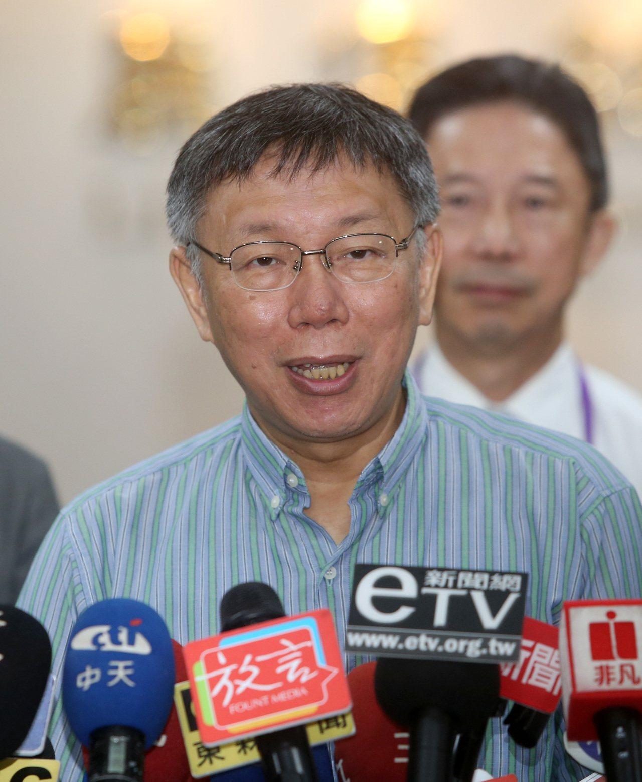 台北市長柯文哲上午參加市政會議前受訪。記者曾吉松/攝影