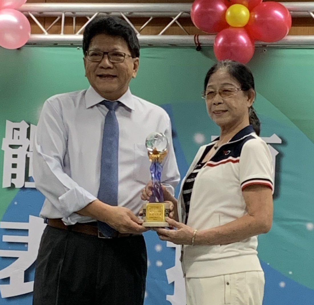這個厲害!她桌球從18歲打到80歲 明年還要遠征法國參賽