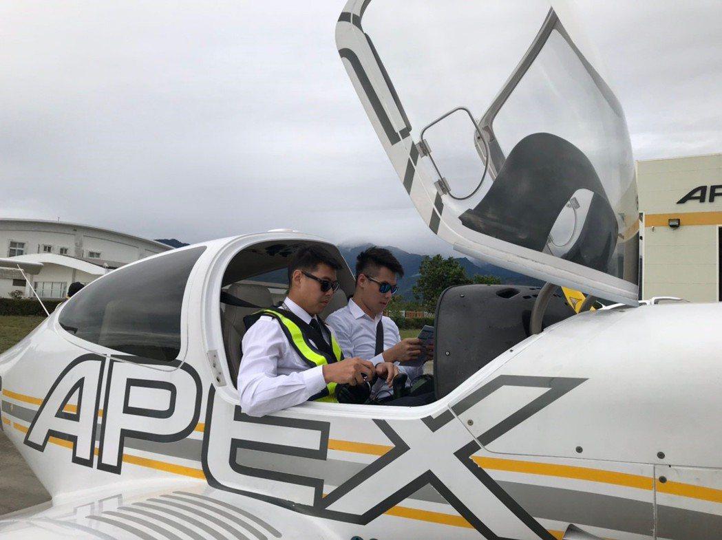有志於從事機師工作的民眾,若是選擇擔任飛行教官,可以透過教學工作,來累積豐富飛行...