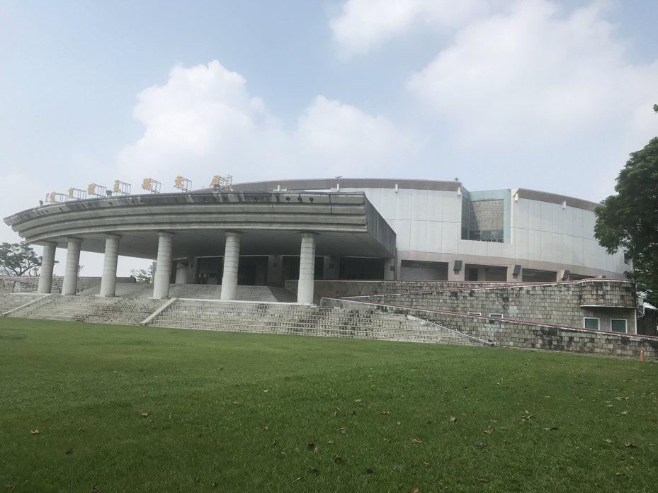 屏東縣立體育館明天起封館整修,預計明年3月重新對外開放,以迎接明年4月舉行的全中運。圖/屏東縣政府提供