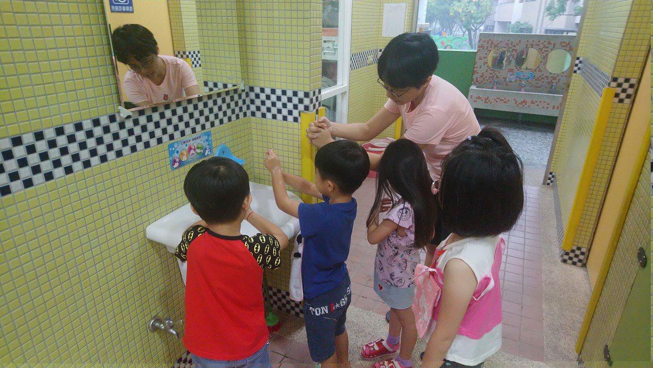 台南市再添腸病毒重症病例,提醒要勤洗手,避免傳染。圖/衛生局提供