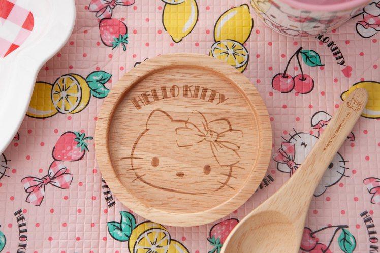 生活工場周年慶「Hello Kitty專區」的Hello Kitty湯杯組搭配木...