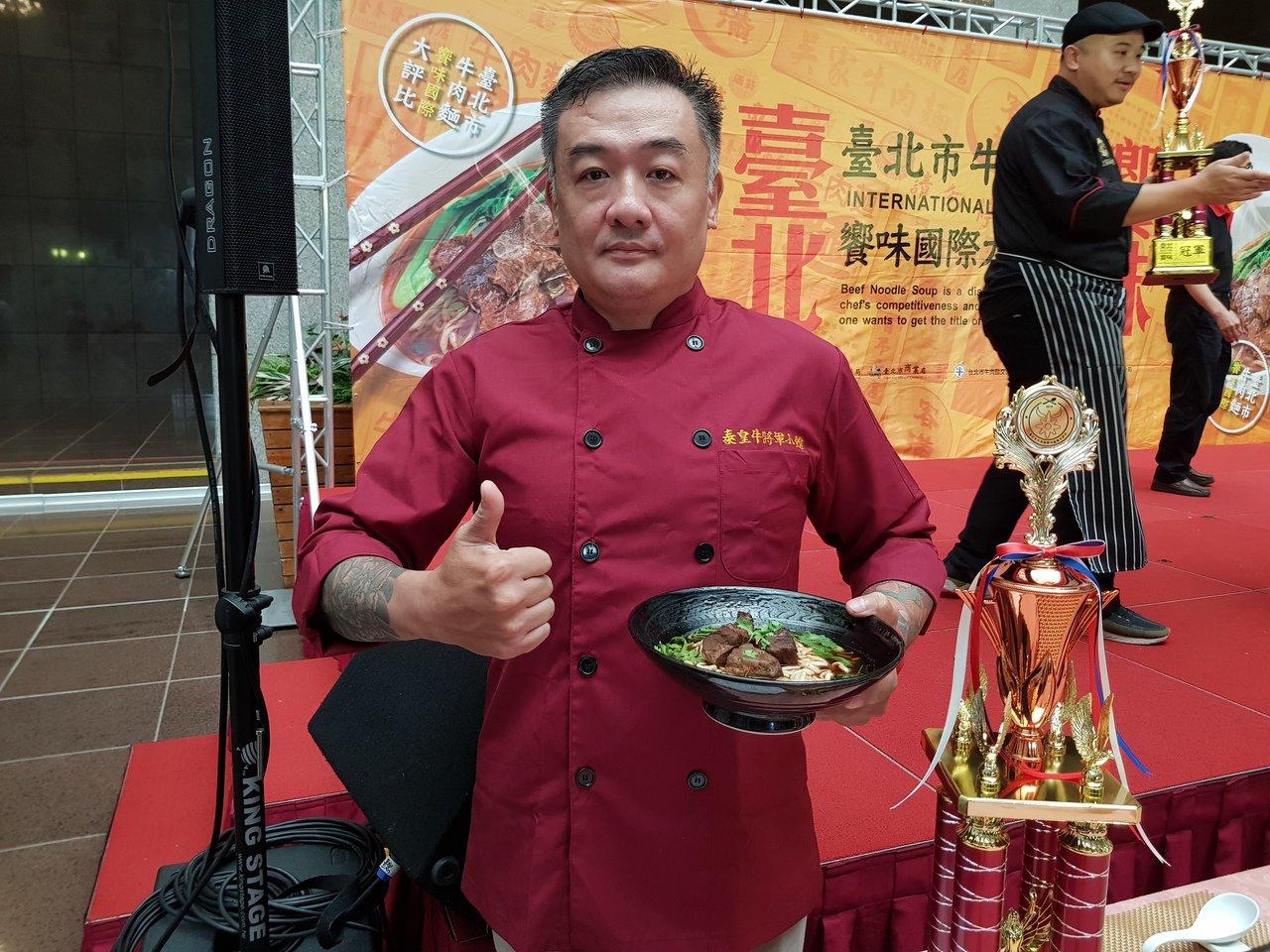 台北牛肉麵饗味國際大評比結果今天出爐,季軍為「牛將軍小吃店」的「紅燒牛肉麵」;老...