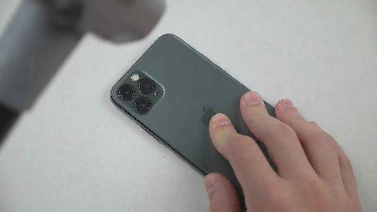 蘋果iPhone 11系列上周開賣,主打「智慧型手機中最堅固的玻璃材質」,正面螢...