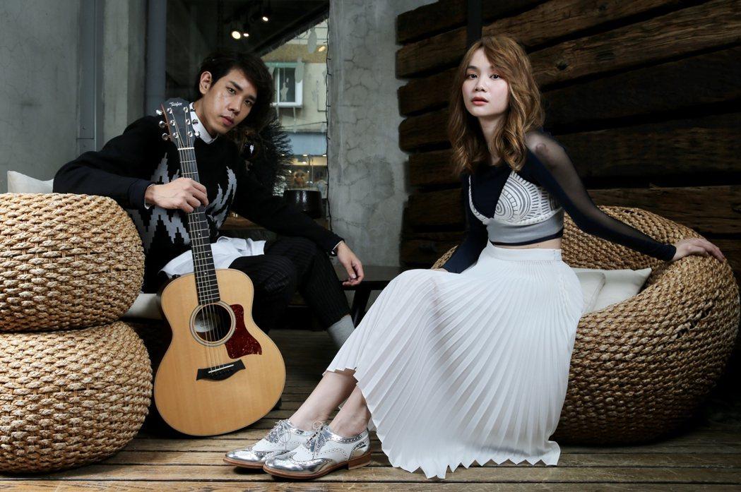 利得彙(右)、沈志方組成「慢慢說樂團」5年。記者許正宏/攝影