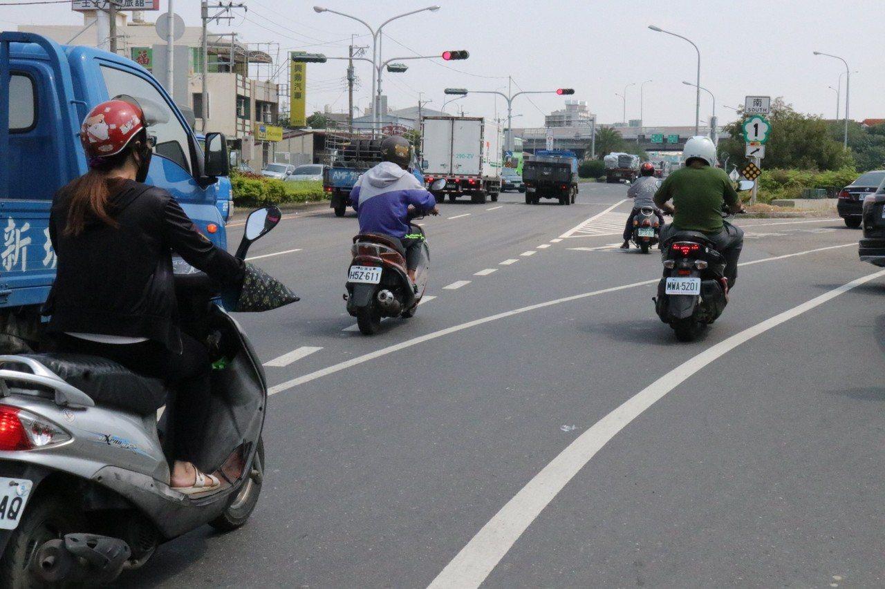 中山高麻豆交流道與176線交錯,日前發生死亡車禍。圖/郭國文提供