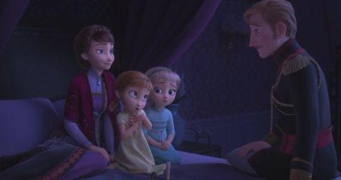 迪士尼將於11月推出的動畫「冰雪奇緣2」,讓全球無數女孩等待多年,近日推出的最新預告中透露艾莎可能惑於魔法,恐陷入險境難以自拔,必須靠妹妹安娜幫助她脫離危機,而魔法森林裡究竟有何秘密、艾莎魔法的來源...