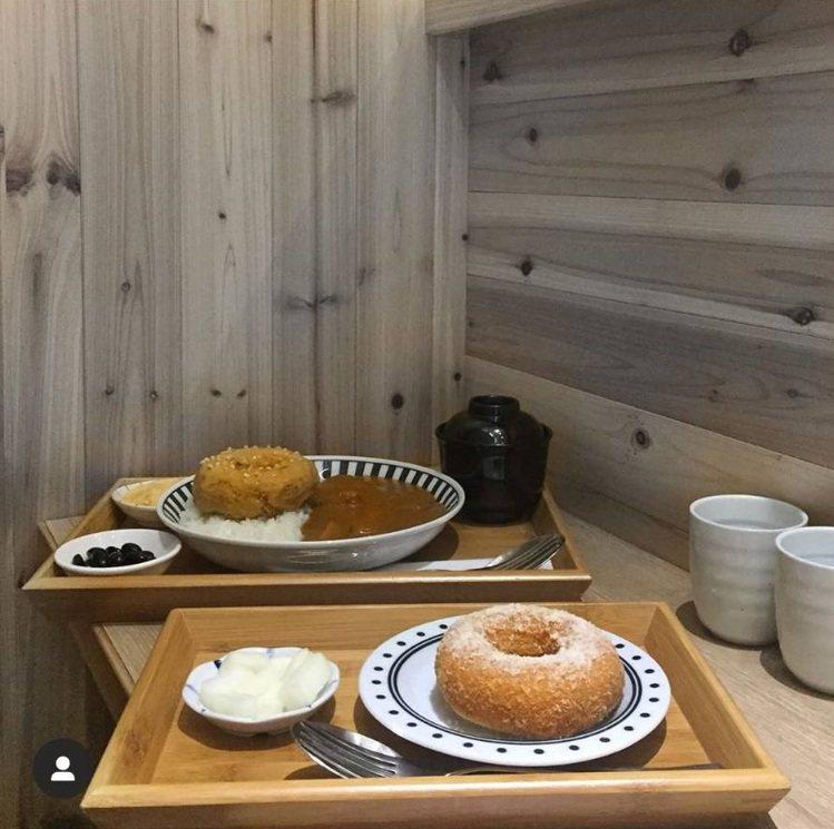 「大丸家-手作炸雞甜甜圈」料理充滿創意。IG @wewerethin提供