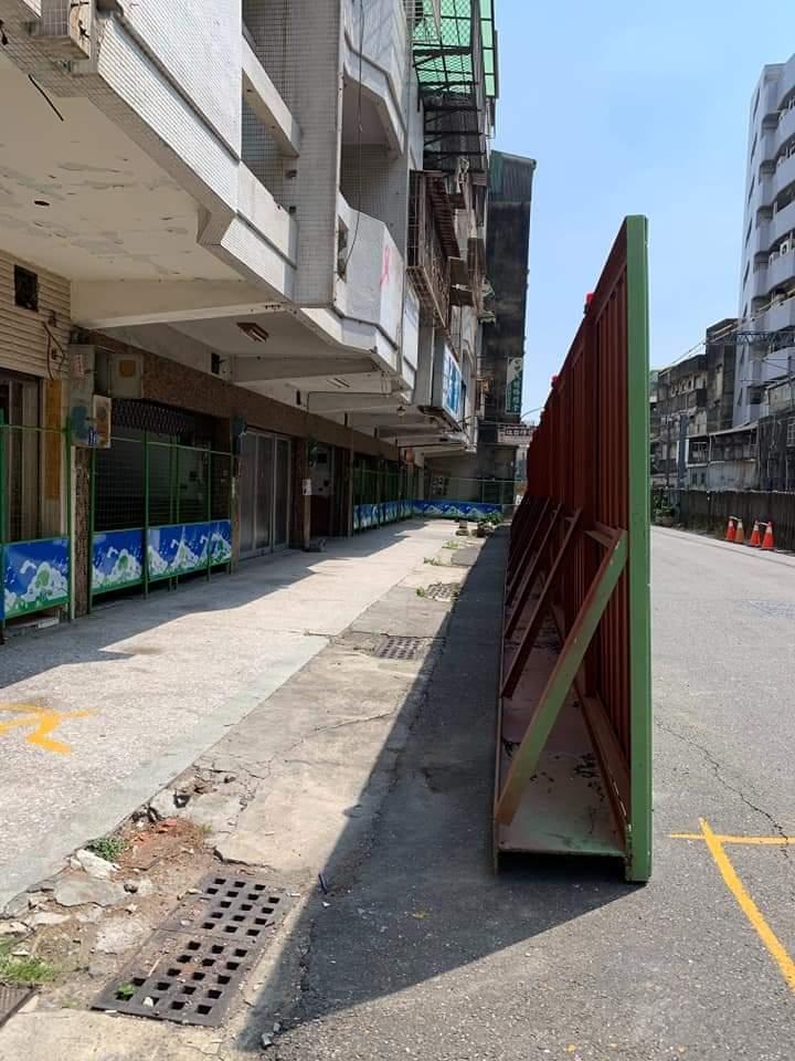 競選工作室前道路被封閉 立委參選人陳致曉:妨害民主選舉