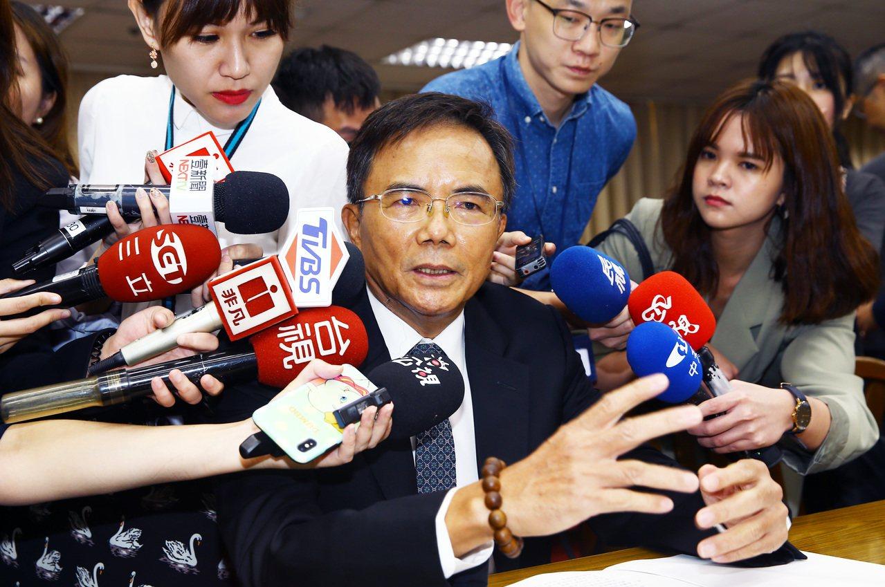 法務部政次蔡碧仲(圖)遭質疑護航陳明文,他反問「這是誰說的」?記者杜建重/攝影