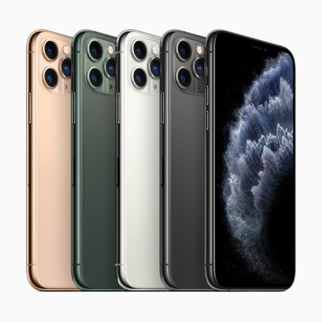 iPhone 11 Pro系列,提供全新夜幕綠色,以及太空灰色、銀色與金色供消費...